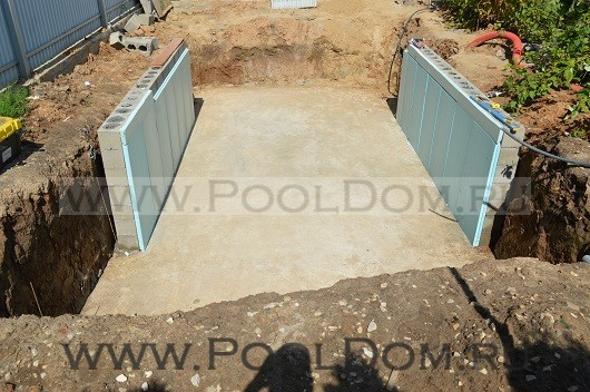 Готовая площадка для овального бассейна